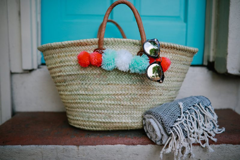 DIY Pom Pom Beach Bag, DIY, beach bag, diy pom poms, beachwear, beach style//Never Without Lipstick