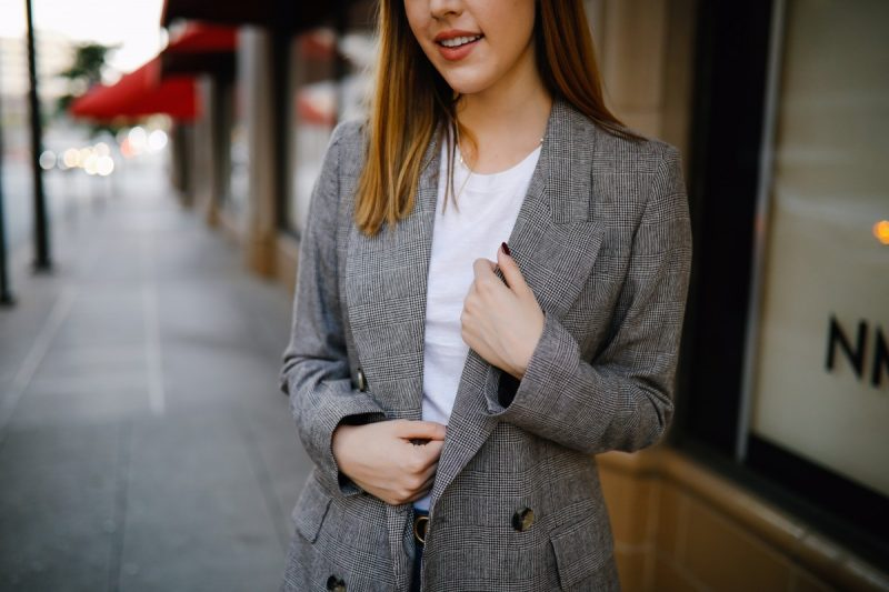 Style blogger Ashley Deatherage of Never Without Lipstick shares 4 fall transitional outfits | Never Without Lipstick | fall outfits, fall outfit ideas, fall transition outfits, fall transition outfits for work, casual fall transition outfits